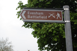 Evesham - Simon de Montfort battle trail fingerpost